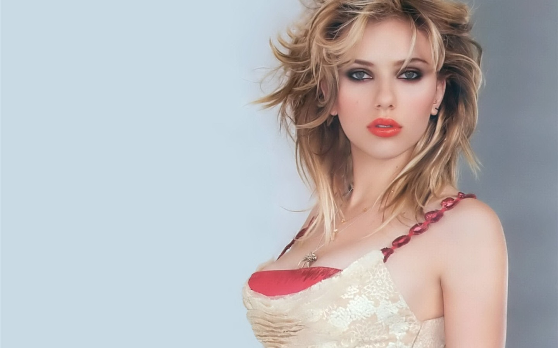 Scarlett Johansson 斯...