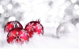 Christmas balls wallpaper (2) #71550