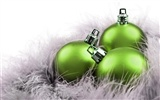 Christmas balls wallpaper (3) #4