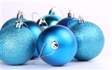 Christmas balls wallpaper (3) #6