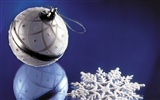 Christmas balls wallpaper (8) #10