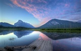 Reflection in the water natural scenery wallpaper